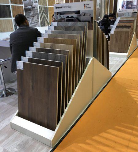 Simple Metal Display Stand For Wooden Floor Display WC2050