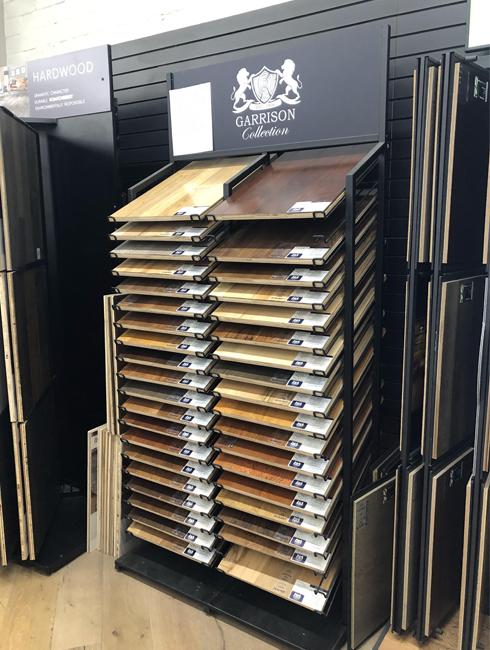 Wooden Floor Floor Display Rack, Black Metal Display Rack WC2070